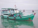 Das Boot verlässt den Pier für einen Tauchausflug zum Sail Rock